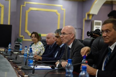 The UN Secretary-General's Special Representative for Somalia, James Swan, speaks during a meeting with the Jubbaland President, Ahmed Mohamed Islam (Madobe) and member of his cabinet. This was during Mr. Swan's inaugural visit to Jubbaland, on 15 July 20