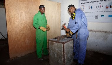 An instructor supervises a trainee during a blacksmith training in Kismaayo Technical Institute. The trainee is one of the beneficiaries of the 'Dal Dhis' project, launched by UNIDO, which provides vocational training to youth in Kismaayo.