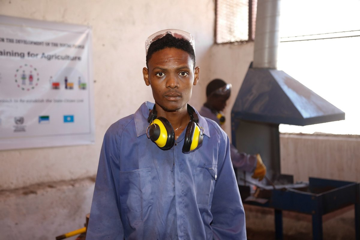 A trainee in a workshop in Kismaayo Technical Institute. The trainee is one of the beneficiaries of the 'Dal Dhis' project, launched by UNIDO, which provides vocational training to youths in Kismaayo.